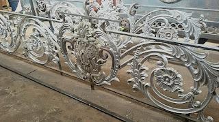 Model Balkon Klasik Modern, model pagar balkon klasik balkon klasik balkon besi tempa klasik pagar balkon besi tempa