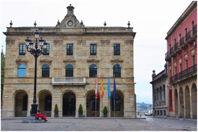 Plaza Mayor y Ayuntamiento de Gijón