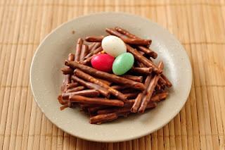 Пасхальный стол, десерты на Пасху, яйца пасхальные для детей, рецепты Пасхальных блюд, рецепты к Пасхе с фото, сладкие яйца для пасхального декора, сладкие яйца на Пасху,сладкие яйца из желе, сладкие яйца шоколадные, сладкие яйца ы шоколаде, сладкие яйца бисквитные рецепт, сладкие яйца из маршмеллоу, сладкие яйца в домашних условиях, пасзальный стол, блюда для детей, десерт, кексы в яичной скорлупе рецепт, пасхальная выпечка, сладкие блюда на Пасху, сладкие яйца для пасхального декора, sweet candy eggs, сладкие яйца к пасхе рецепт с фото, сладкие яйца на пасху идеи, сладкие яйца в гнезде рецепт, сладкие яйца из чего можно сделать, сладкие яйца для пасхального декора из мастиеи, я сладкие яйца как приготовить, http://prazdnichnymir.ru/