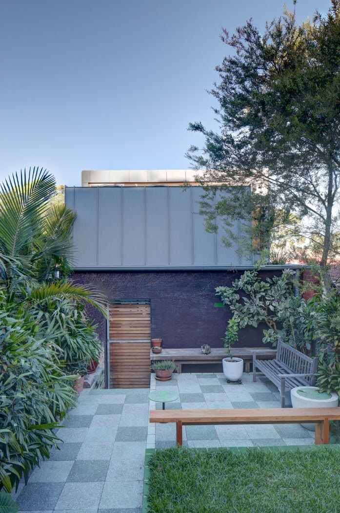 03-Garden-at-the-Back-M-W-Architects-Sustainable-Architecture-with-the-Garage-Top-Studio-www-designstack-co
