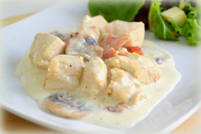 http://www.cocinaconmarta.com/2013/11/pollo-con-nata-champinones-y-bacon.html