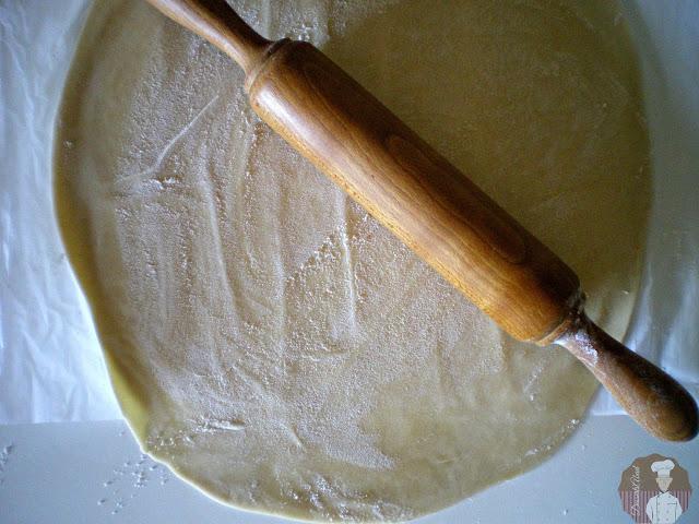 Topfenstrudel con albaricoques y arándanos: Extendido de la masa quebrada