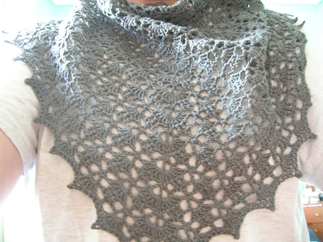 1649.- CAL Elise Shawl: Final round! | Labores en Red