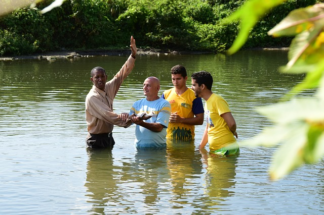 Batismo bíblico e seu significado