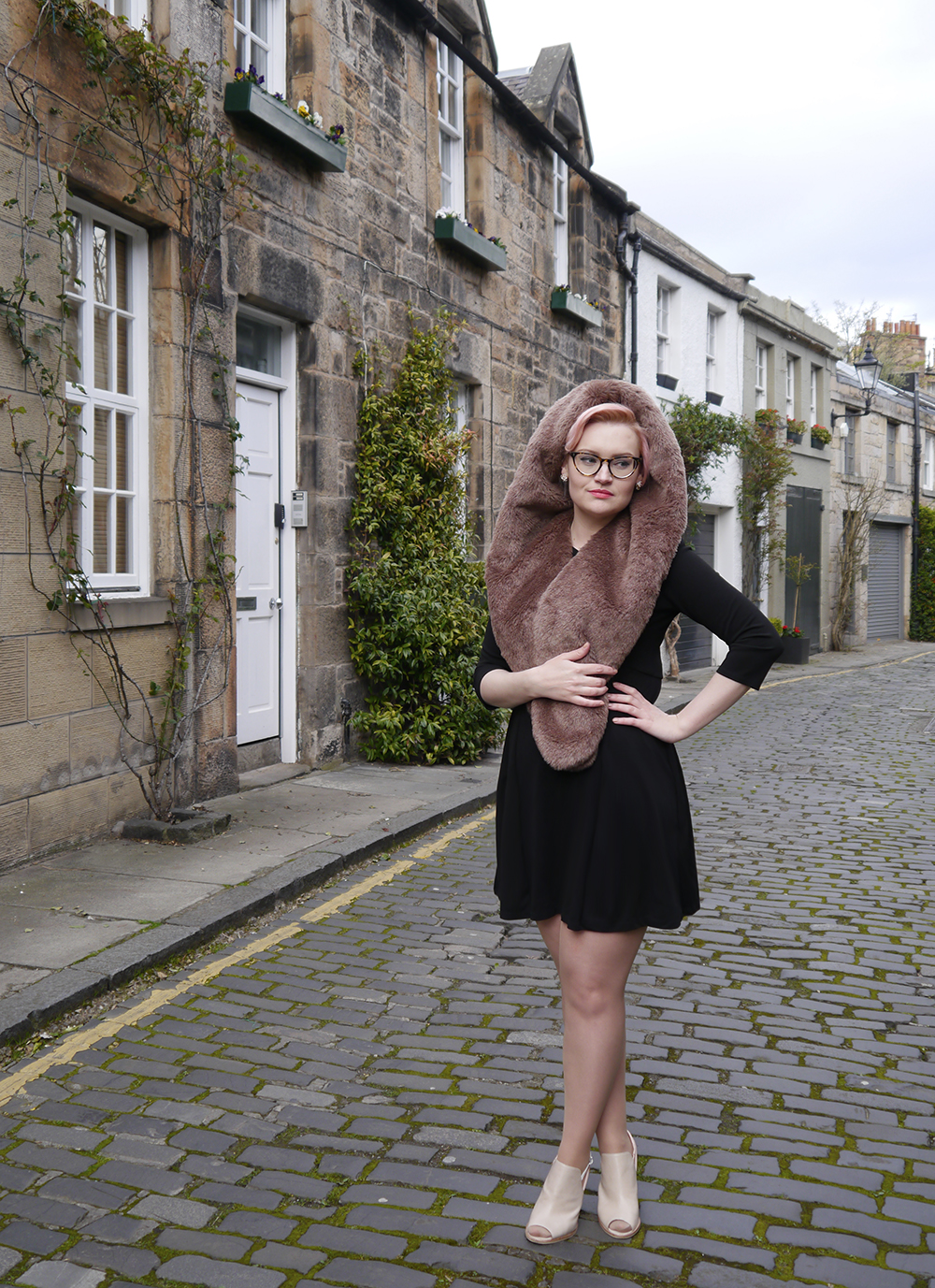 limited edition Chouchou Hollywood hood, #HOODSTYLIN, #HOODGIRLS, Dione Bowlt ceramic earrings, Stockbridge best streets, Edinburgh street style, natural light blog photography, candyfloss hair DIY, Edinburgh Stockbridge houses in Circus Lane