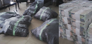 EFCC Intercepts N49m In Sacks At Kaduna Airport (Photos) 1