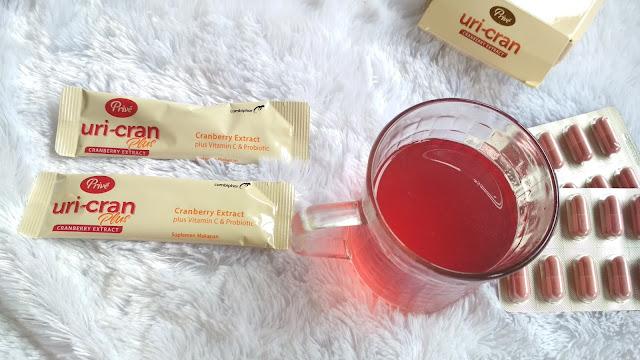 minuman prive uricran berwarna merah jambu dan manis