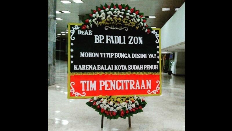 Fadli Zon mendapatkan karangan bunga