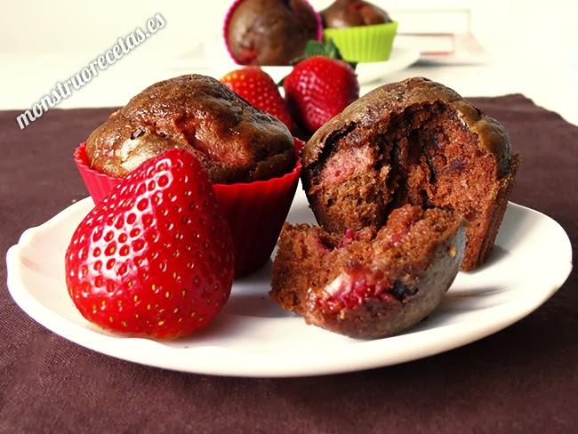 Magdalenas de chocolate y fresa