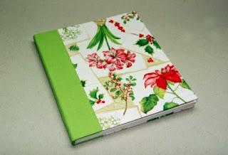 cuaderno decorado con  material de reciclaje