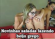 Ninfetas lesbicas transando e fazendo beijo grego
