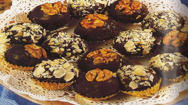 كريات بالشوكولاطة مزينة باللوز وجوز الهند - مطبخ سيدتي