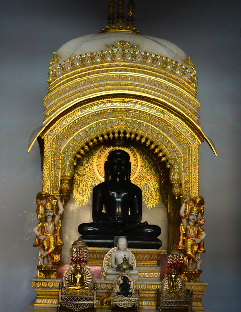 Statue of Shreyansnath, Sri Digambar Jain Temple, Sarnath