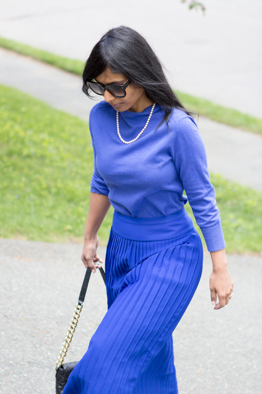 spring style, business casual, work outfit, ladylike, elegant, midiskirt, pleated skirt, cobalt blue, royal blue, blue pumps, sole society, j.crew style, mommy style, petite fashion, lookbook