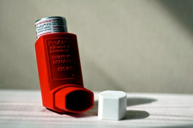 Image of an asthma inhaler