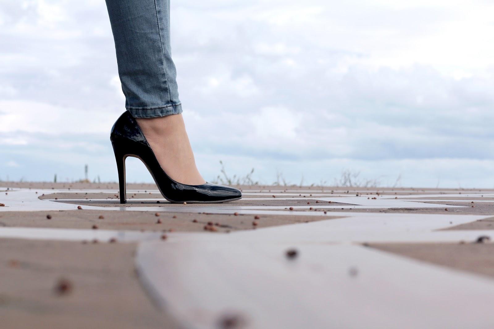 Jeans e tacco 12: i segreti per trasformare un look easy
