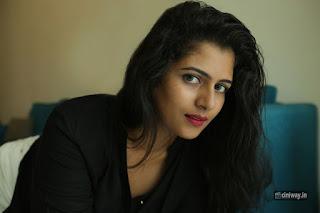 Actress-Yamini-New-Photoshoot