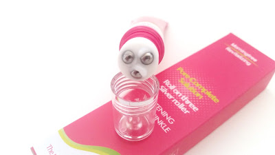 The gel cream comes out from the sides of the roller balls.