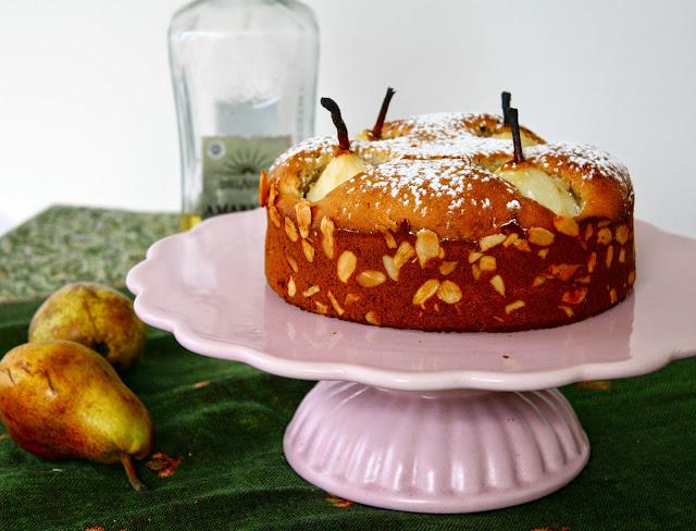 Marzipan Kuchen mit pochierten Birnen