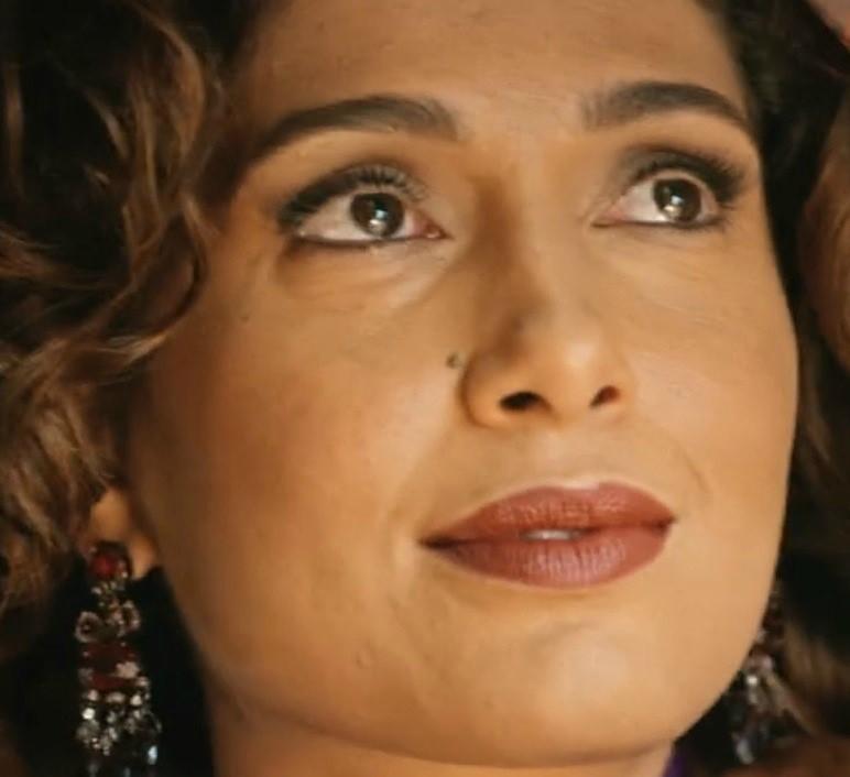 Maquiagem vai com tudo | pele negra Camila Nunes