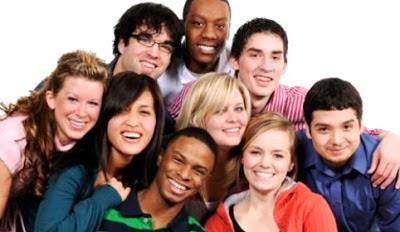 Imagen por el Día de la Juventud con jóvenes