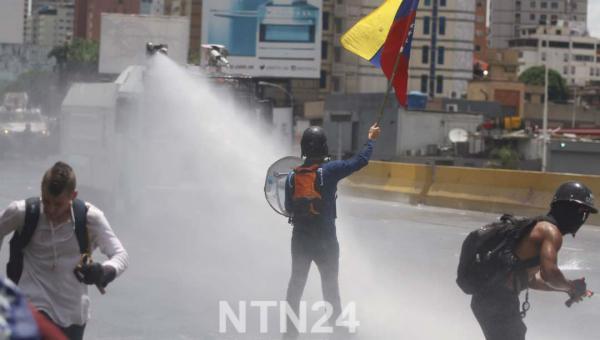 Más de un centenar de heridos deja represión a marcha de venezolanos que pretendían llegar al CNE