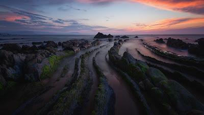Impactantes rocas en fila