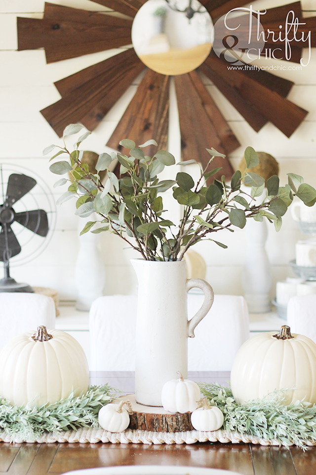 Farmhouse Fall decor and decorating ideas. DIY fall tablescape ideas. Neutral fall decor. Dining Room fall decor and decorating ideas