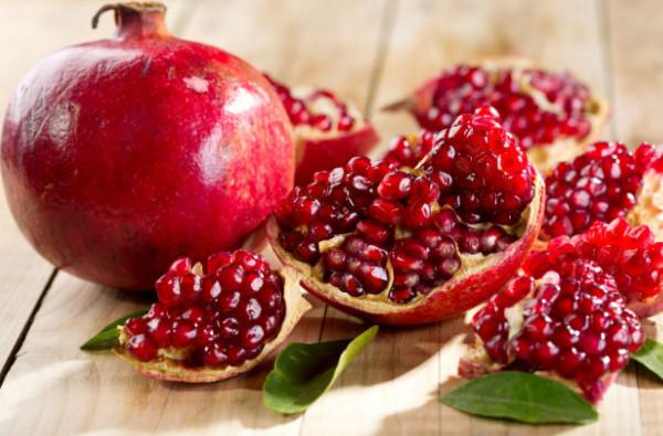 Lựu đỏ giúp tăng cường hệ miễn dịch, bảo vệ sức khỏe và chống lại nhiều bệnh tật, chống lão hóa
