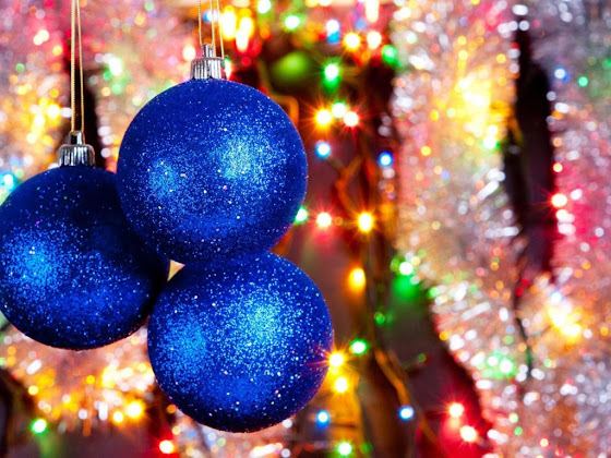 besplatne Božićne pozadine za desktop 1024x768 free download čestitke blagdani Merry Christmas kuglice za bor