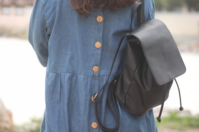 http://ruedesdemoiselles94.blogspot.com/2016/10/outfit-la-robe-oversize-et-les-bluchers.html