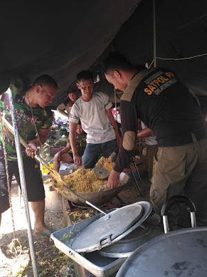 Kostrad Distribusikan Pakaian Layak Pakai Bagi Pengungsi di Palu