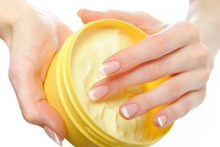 Fabriquer une crème maison pour prendre soin des cuticules et des bouts des doigts
