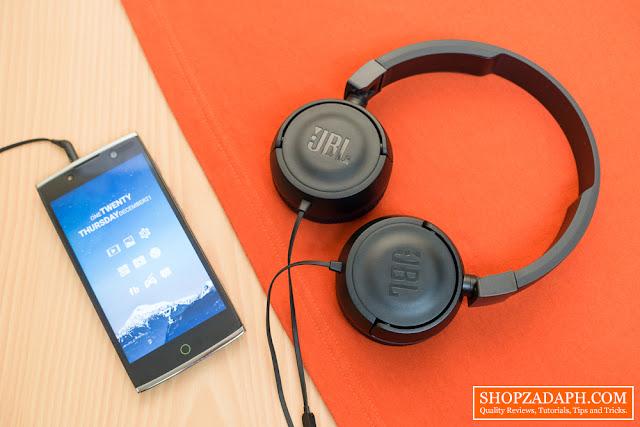 softbox lighting review - JBL T450 Headphones