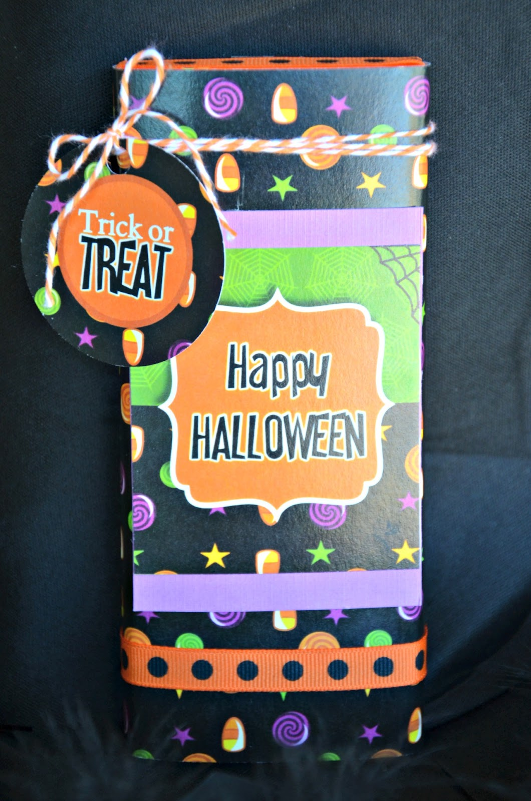 DIY Halloween Candy Bar Wrappers - via BirdsParty.com