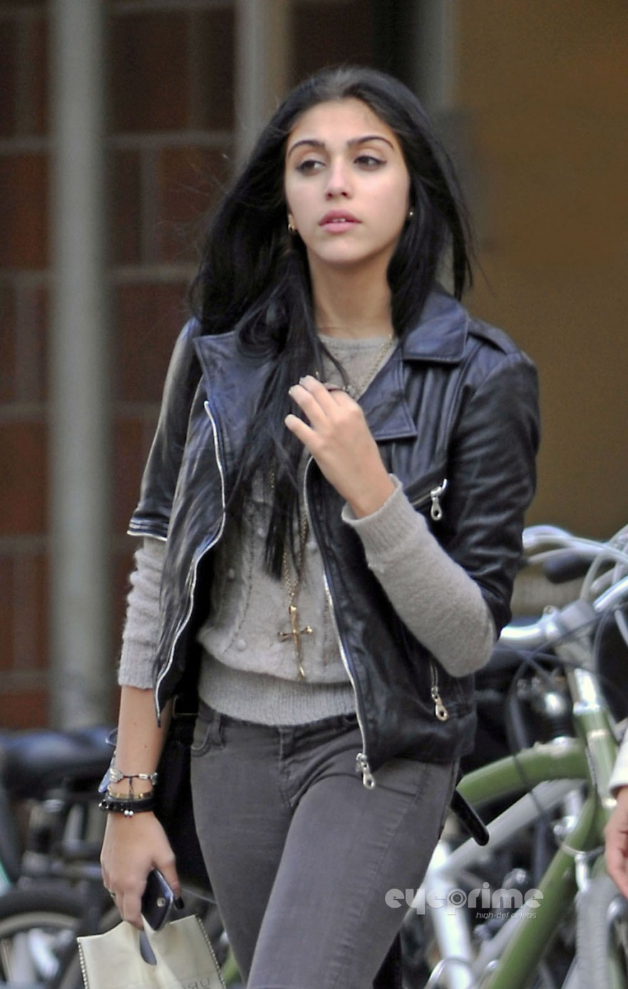 Is a cute Lourdes Leon  naked (87 images), Twitter, braless