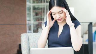 Migrain saat Menstruasi itu Hal Biasa, Ini 5 Penyebabnya, Sering Migrain Saat Menstruasi, Kenapa Ini Bisa Terjadi?, Migrain Saat Menstruasi? Begini Cara Mengatasinya
