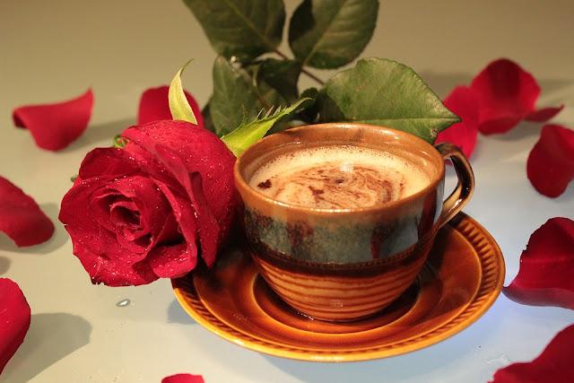 احلى فنجان قهوة مع الورد