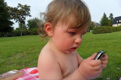 kapan anak boleh memiliki ponsel gadget smartphone, when kids may have their own phone cell