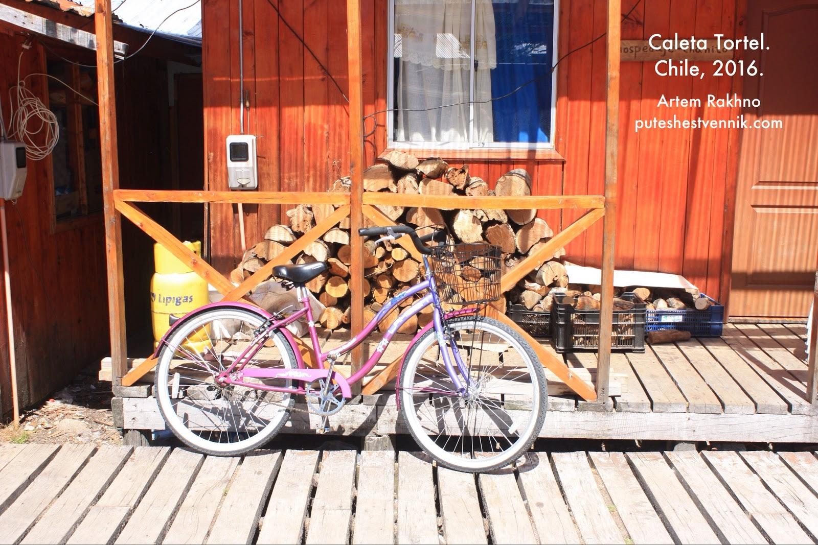Велосипед и дрова в Калета Тортел