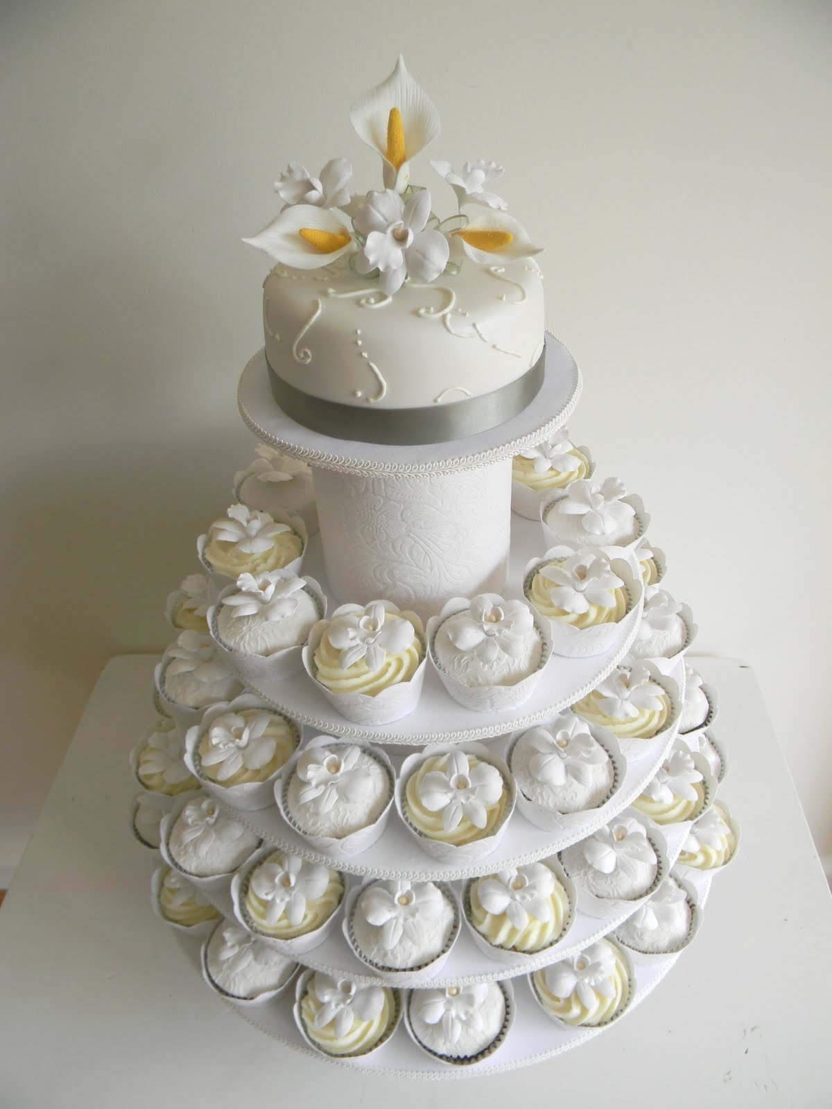 Just Call Me Martha Celia Amp Istvan S Wedding Cake Amp Cupcakes