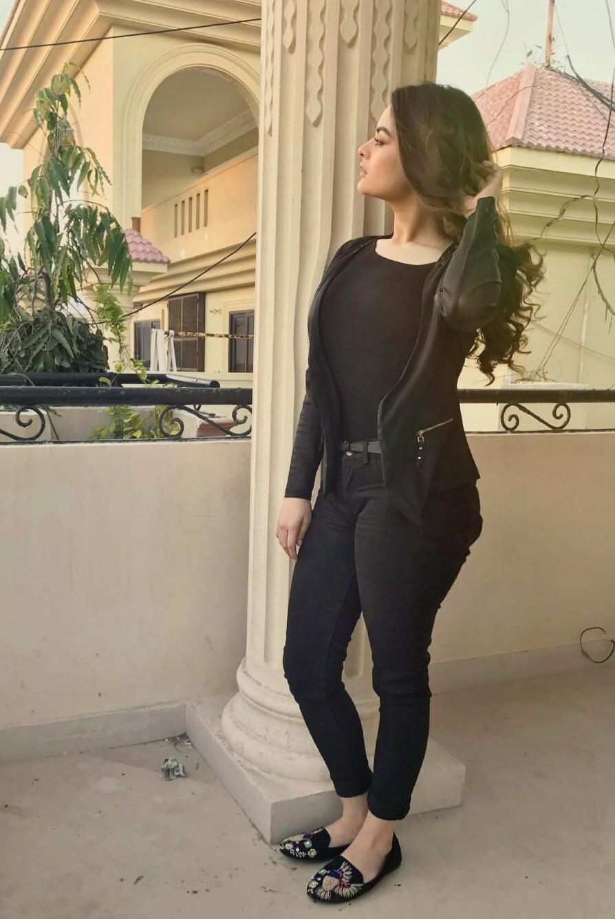 Minal Khan hot Pakistani actress