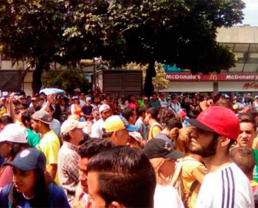 #10Abr Sintoniza aquí en vivo la marcha de la oposición en Chacaito