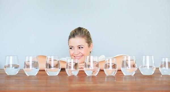 Bí kíp giảm cân bằng cách uống đủ nước