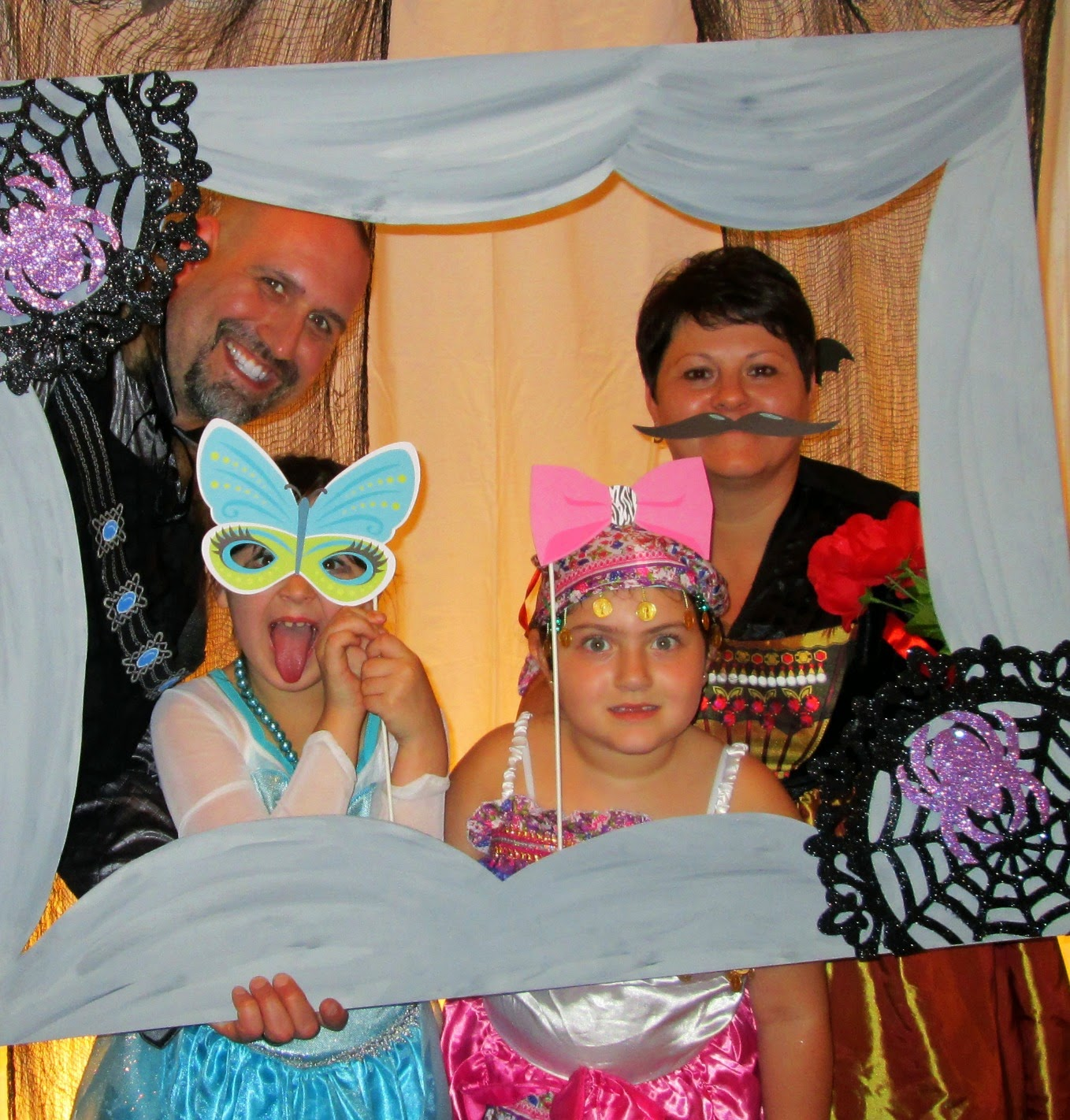 Crafty In Crosby: Easy Halloween Photo Booth Frame