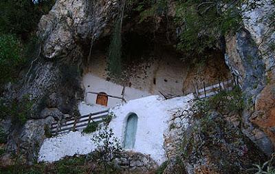 Σε μια μικρή σπηλιά στο Μορφάτι Θεσπρωτίας το ασκηταριό του αγίου Αρσενίου