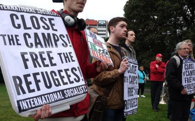 """Amnesty dénonce la """"torture"""" au """"Camp australien de réfugiés offshore"""""""