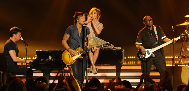'American Idol' judges perform at finale (video)