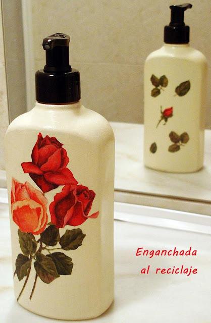 Dosificador para el baño decorado con decoupage