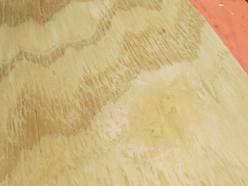 wood putty applied to a split grain